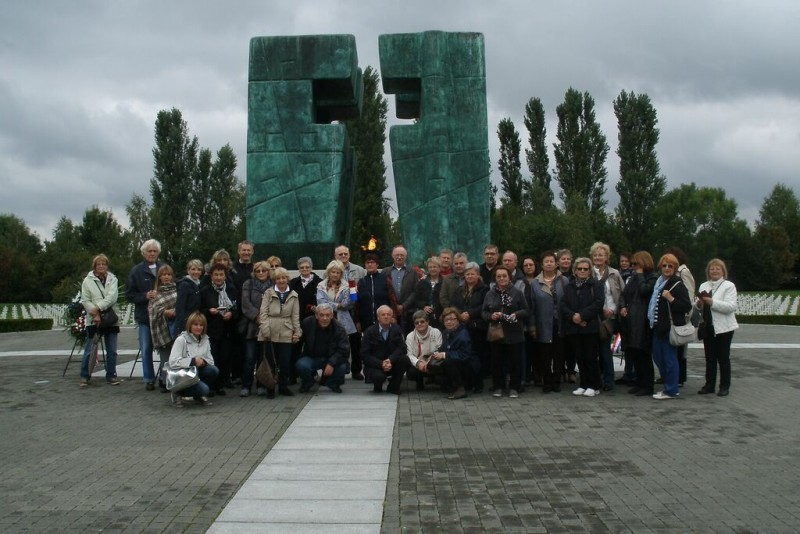 memorialny cintorin spolocna fotografia